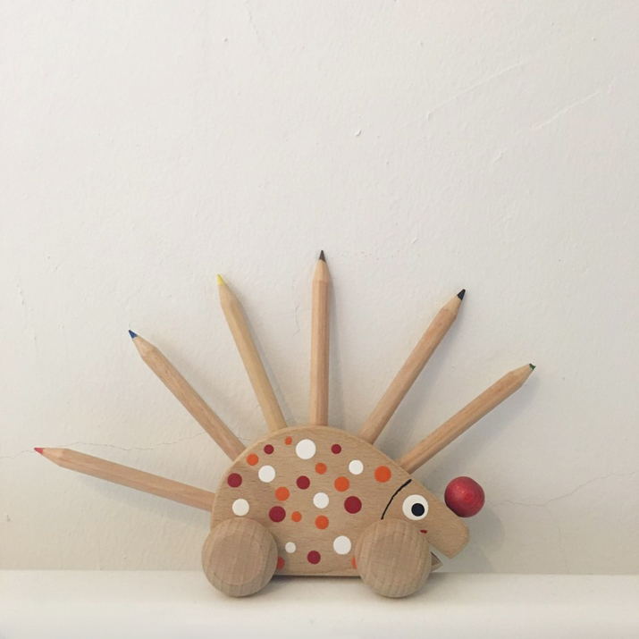 WOOD HEDGEHOG PENCEL VASE
